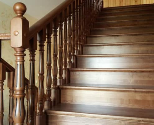 ремонт и реставрация деревянных лестниц, перил, балясин лестниц в СП-б